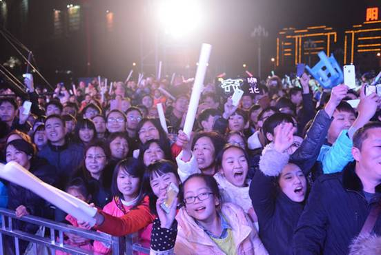 观众感受到了群星演唱的震撼效果