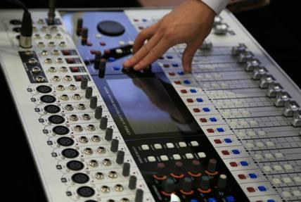 C-MARK数字调音台具有优秀的人机交互体验